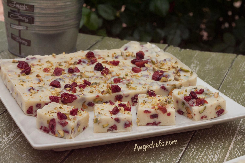 Fudge de Chocolate Blanco con Arándanos y Pistachos!-2 angechefs.com
